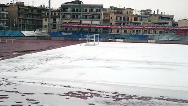 Καλυμμένο με χιόνι το γήπεδο στα Γιάννινα